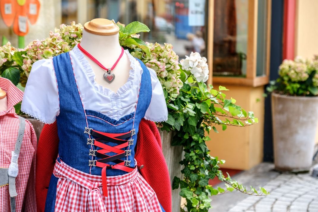 Traditional costumes for little boys and girls – Grand Bazar H. Brunner AG in Grindelwald